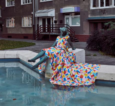 oblečená socha Vogue